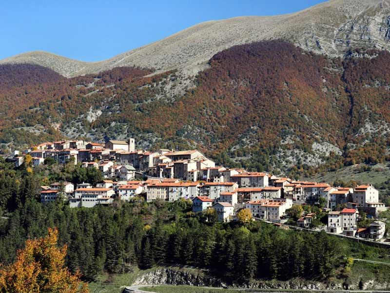 Abruzzo_-_Paese_di_Opi