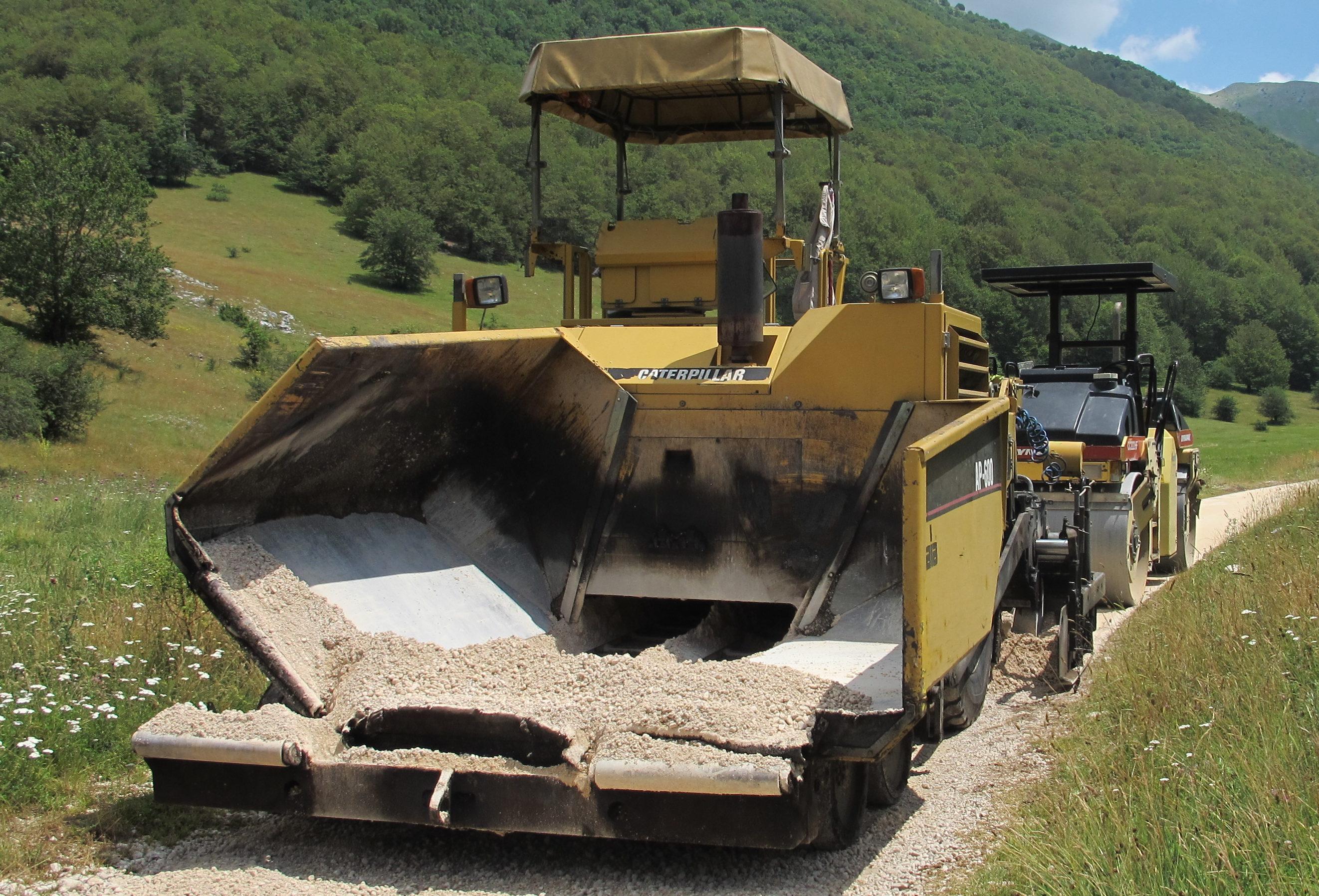 25 -i lavori proseguono anche dopo l'incrocio con Vallone Cervara in direzione Fonte Aceretta