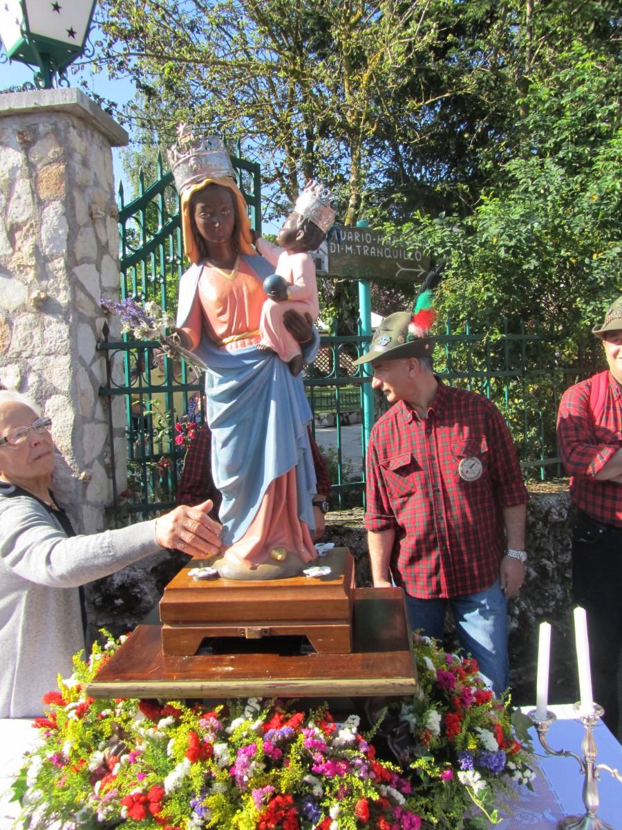 la-Madonna-di-Monte-Tranquillo-nel-giorno-di-festa-verso-il-santuario-foto-Stefano-Dark